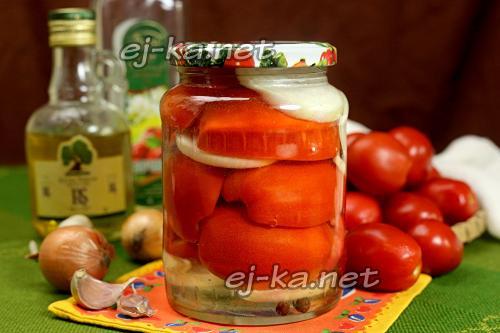 Консервированные помидоры с луком половинками. Помидоры половинками с луком и маслом на зиму