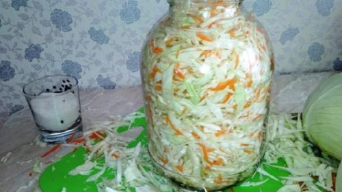 Как засолить капусту, чтобы она была хрустящей в бочке. Рецепты засолки вкусной хрустящей капусты