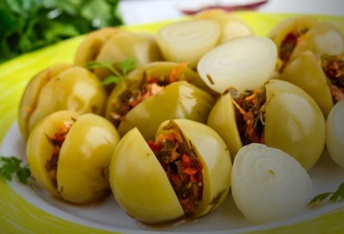 Фаршированные помидоры с горьким перцем и чесноком зеленые. Зеленые помидоры фаршированные чесноком на зиму — 7 рецептов, пальчики оближешь!